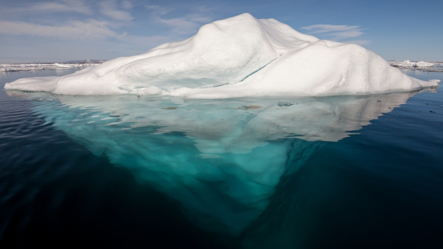 Iceberg_in_the_Arctic_with_its_underside_exposed